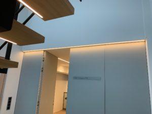Beleuchtung Trennwand mit Tür